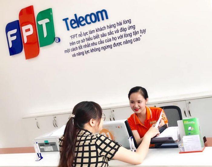 Hướng dẫn khách hàng làm các thủ tục dịch vụ FPT.