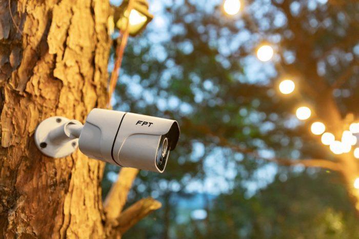 Camera FPT ngoài trời vẫn nhìn rõ trong điều kiện thiếu sáng.