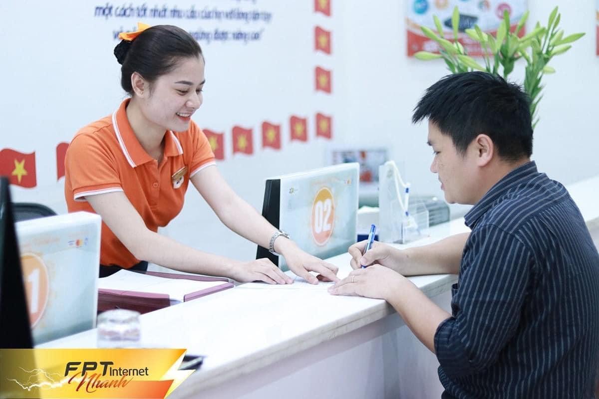 Hỗ trợ khách hàng làm thủ tục đăng ký lắp internet FPT ở Quận Gò Vấp.